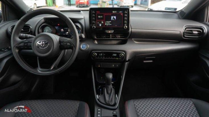 Toyota Yaris hybrid teszt alapjáraat