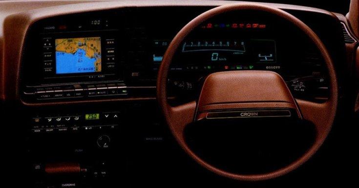 1987 Toyota Crown Royal műszerfal GPS-szel, barna, előlnézet