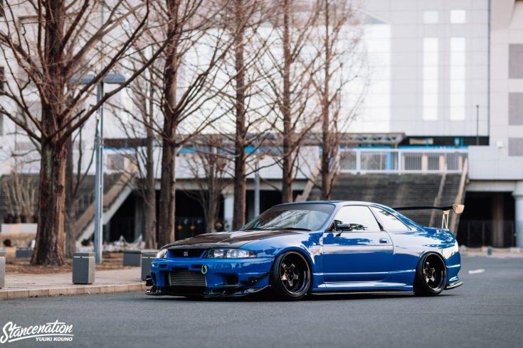 Shinichiro Shirasaka Nissan Skyline R33 GTR-je oldalról