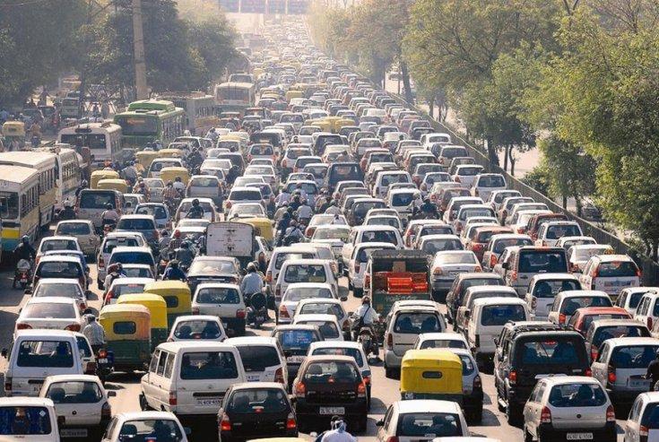 Hatalmas forgalmi dugó egy több mint 5 sávos útszakaszon
