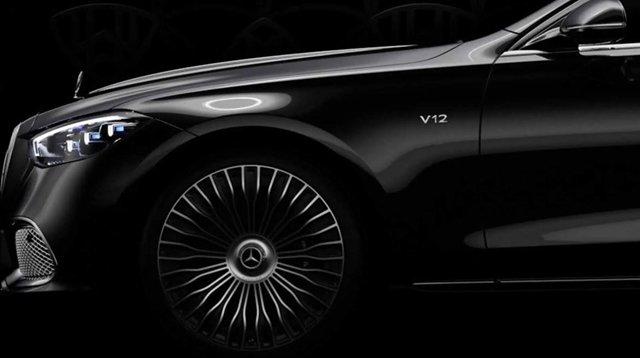Mercedes-Maybach S-osztály, rajta a V12-es felirattal
