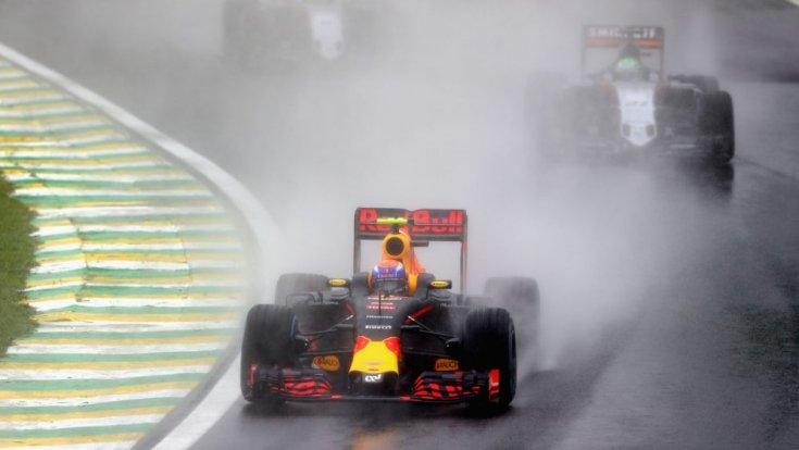 Verstappen az esőben Brazíliában