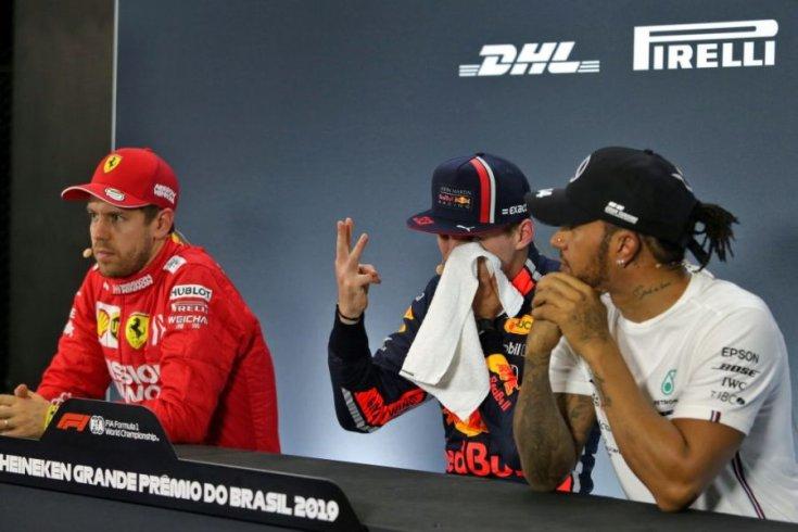 Max Verstappen mutatja, már három időmérőt nyert