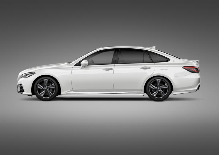 Toyota Crown modell oldalról