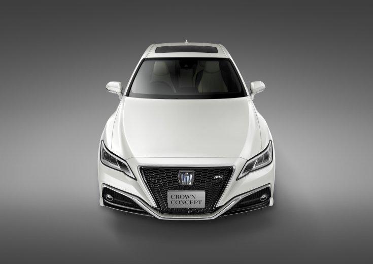Toyota Crown modell szemből