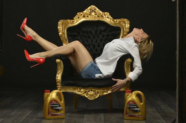 Vogel Adrienn a Platinum kenőanyagok társaságában