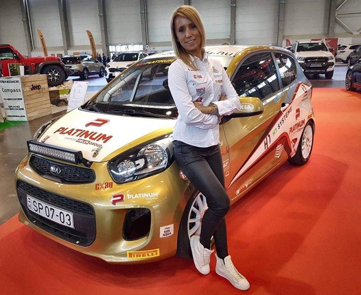 Vogel Adrienn a Kia Platinum Rally Cup autója mellett