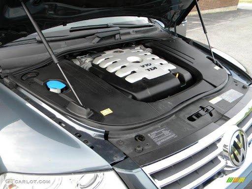 Volkswagen Touareg 5.0 V10 TDI motortér