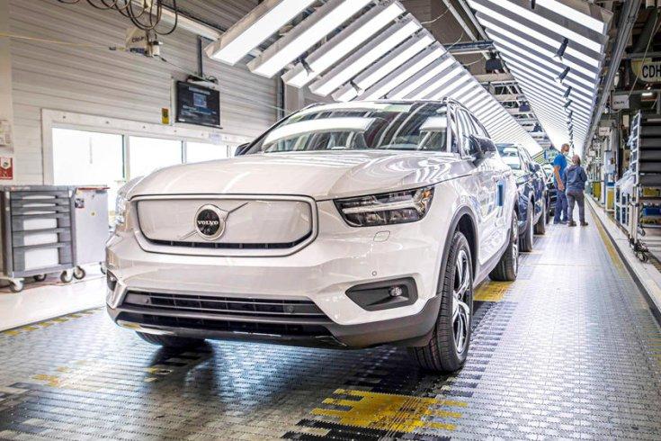 2020-as Volvo XC40 Recharge a gyártósoron a belga Gent városában, a Volvo gyárában