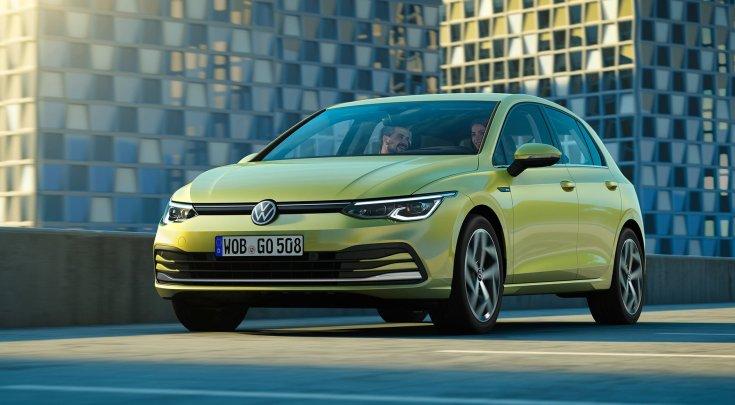 Volkswagen Golf szemből, menet közben