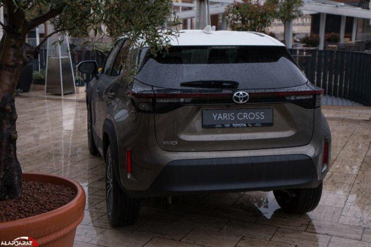 Toyota Yaris Cross hátulról