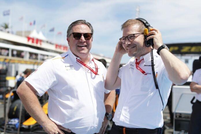 Zak Brown és Andreas Seidl a rajtrácson