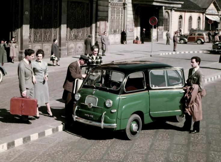 Fiat 600 Multipla, pályaudvar előtt, achív kép