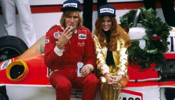 James Hunt cigarettázik