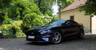 2020-as Ford Mustang elölről