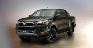 2020-as Toyota Hilux elöről