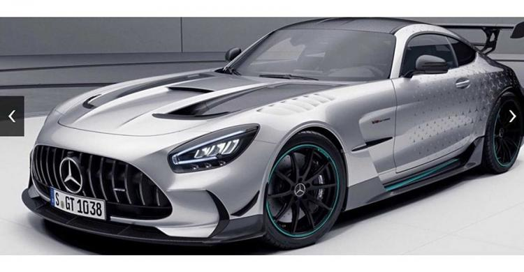 "Mercedes-AMG GT Black Series ""P One Edition"" elölről"