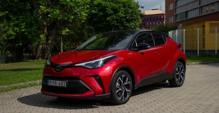 2020-as Toyota C-HR elölről