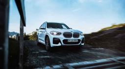 2020-as BMW X3 xDrive30e plug-in hibrid elölről