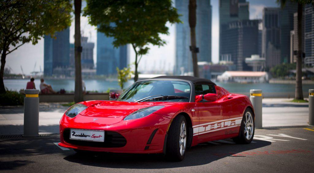 A Tesla Roadster végre az első autó, ami szemet gyönyörködtető is egyben