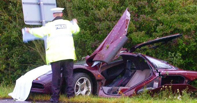Nagy kár az autóért, nem csoda, hogy ez után a baleset után 16 hónapig rakták újra össze