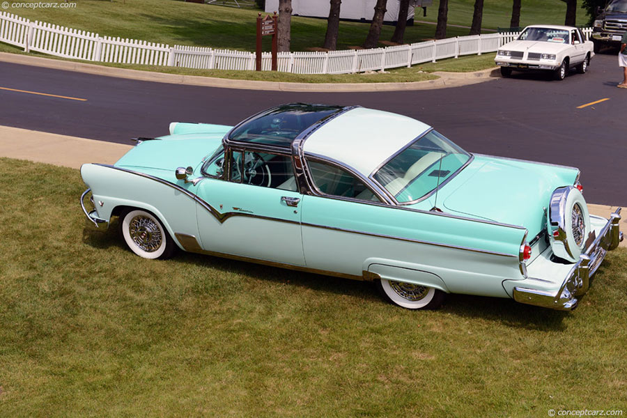 Ford Fairlane Crown Victoria 1955